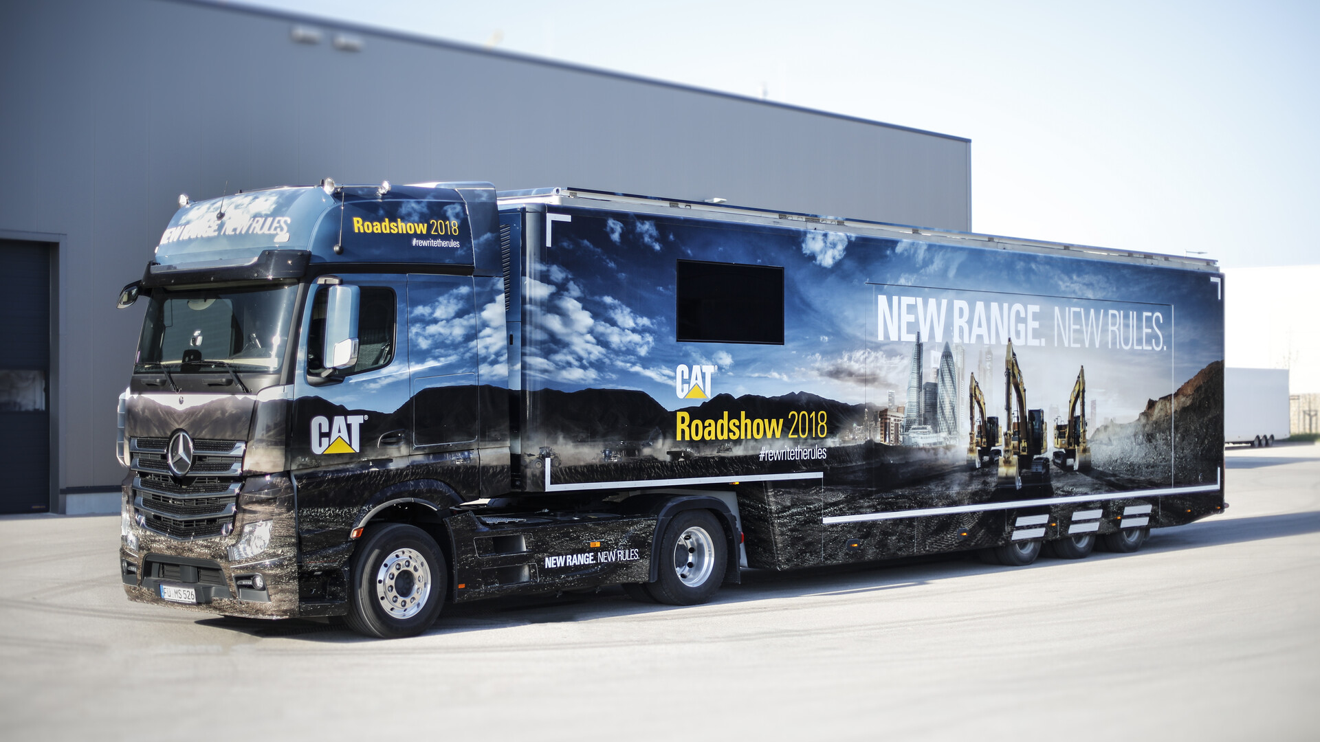 Caterpillar Showtruck Branding